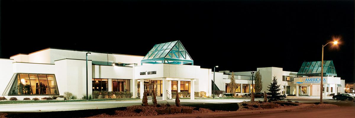 Americana Niagara Falls Hotel night time