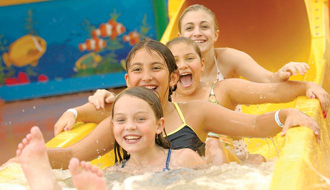 Americana Niagara Falls hotel indoor water park